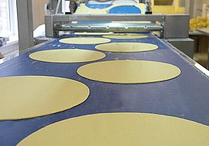 تم تنفيذ خط إنتاج قواعد العجين للكعك في اوكرانيا الأوكراني